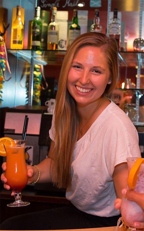 Jobangebot als Barhilfe / Bartender (w/m) in Frosch Sportclubs